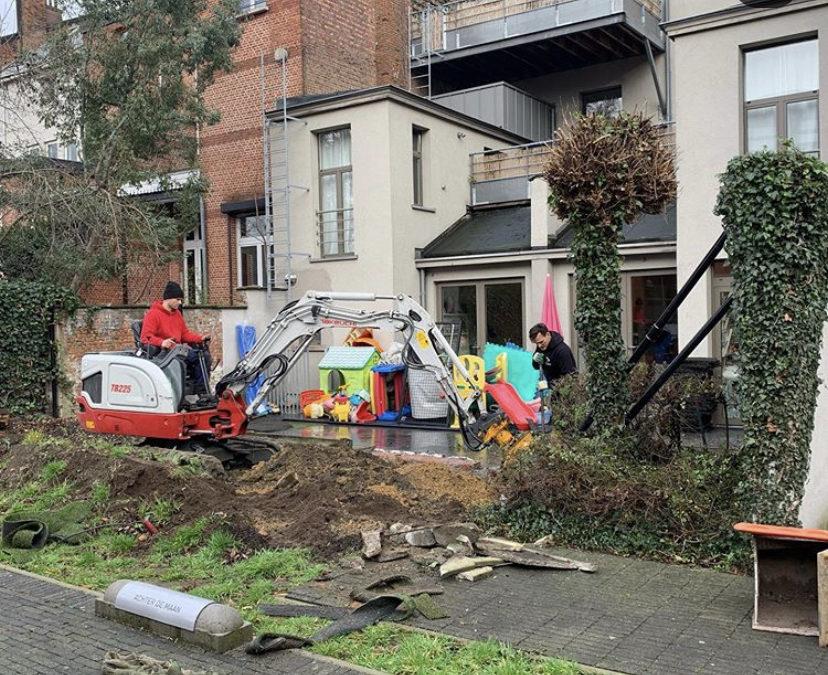 De werken aan onze tuin in Antwerpen zijn gestart!